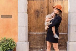 une mere et sa fille pendant une seance photo grossesse en automne dans le var 83