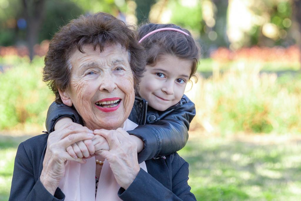 photo grand mère et sa fille