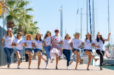 photo de groupe prise par Myriam Ohayon Photographe pour un EVJF près de Nice