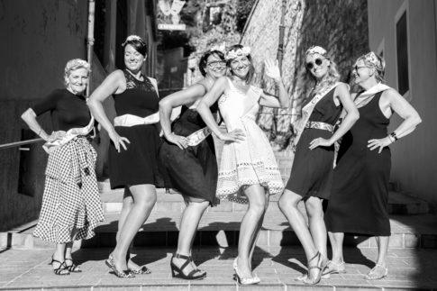 photo de groupe prise par Myriam Ohayon Photographe pour un EVJF à Nice