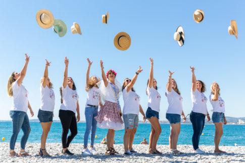 photo de groupe prise sur la plage près de Nice