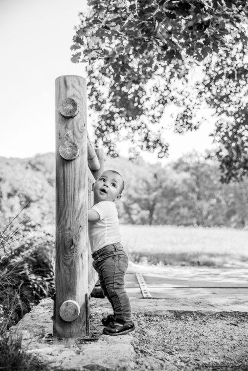 5 bonnes raisons de faire une séance photo en famille : capturer les premiers pas d'un bébé