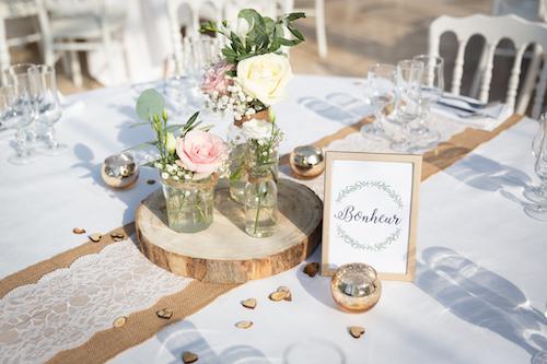 décoration de table romantique et naturelle pour un mariage. Photo par Myriam Ohayon Photographe