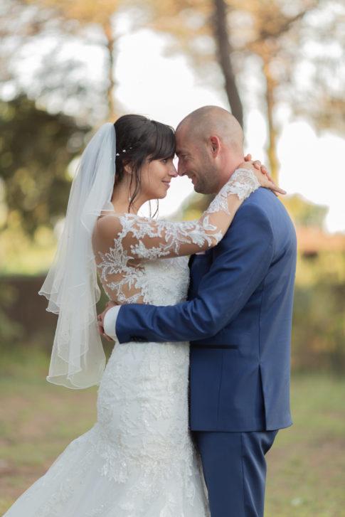 Photo issue d'une séance couple lors de leur mariage au Castellet