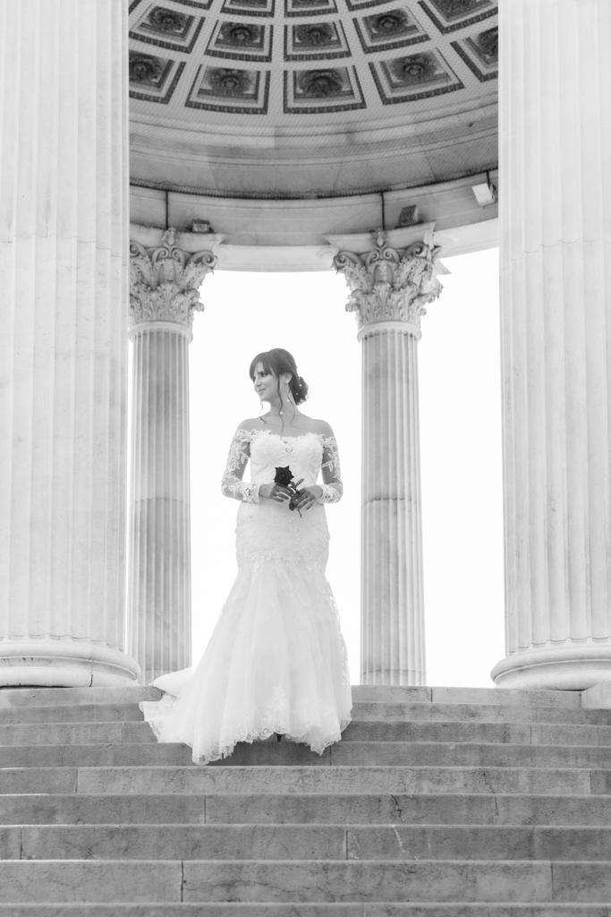 Portrait d'une mariée lors de la séance de couple au parc Chambrun à Nice