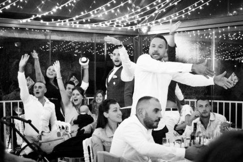 Un mariage entre Nice et le Castellet : Animation lors d'un repas de mariage au Domaine du Castellet