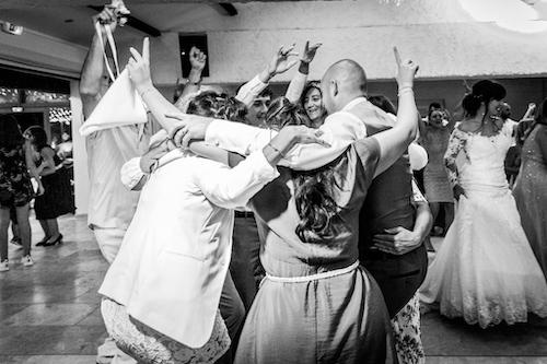 Photo en noir et blanc prise lors d'une soirée de mariage. Myriam Ohayon Photographe
