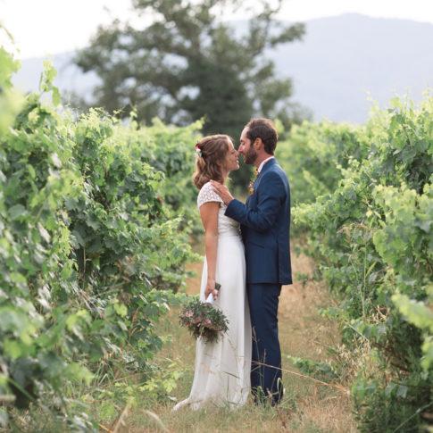 photo de couple lors d'un mariage au coeur d'un vignoble varois